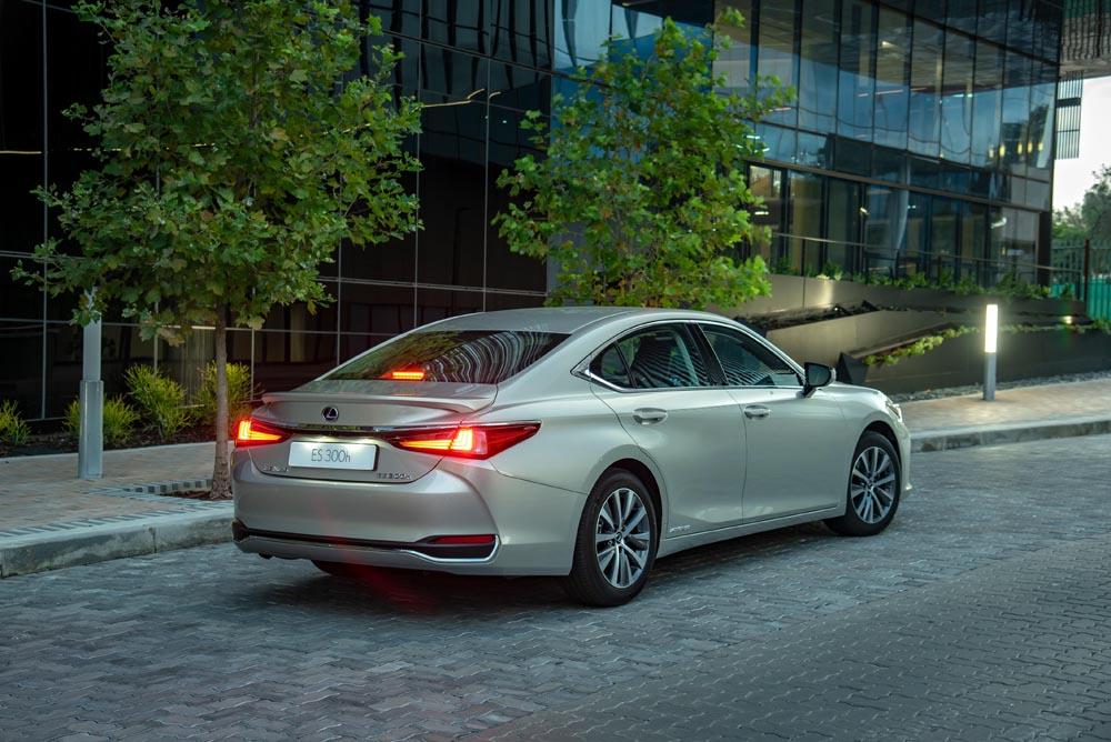 Lexus ES 300h EX | hybrid power