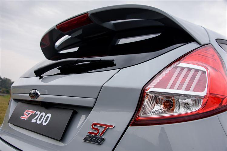 Ford-Fiesta-ST200