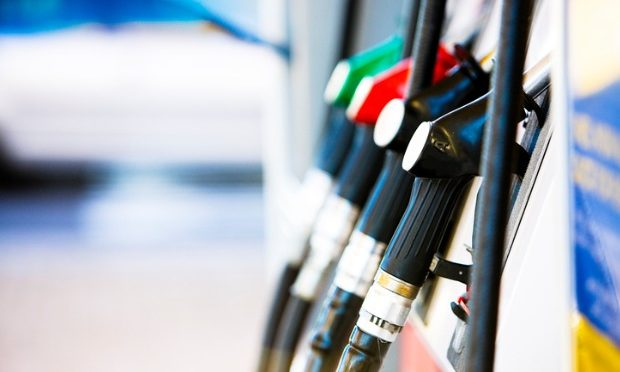 Slight decrease for fuel price at month-end_istock