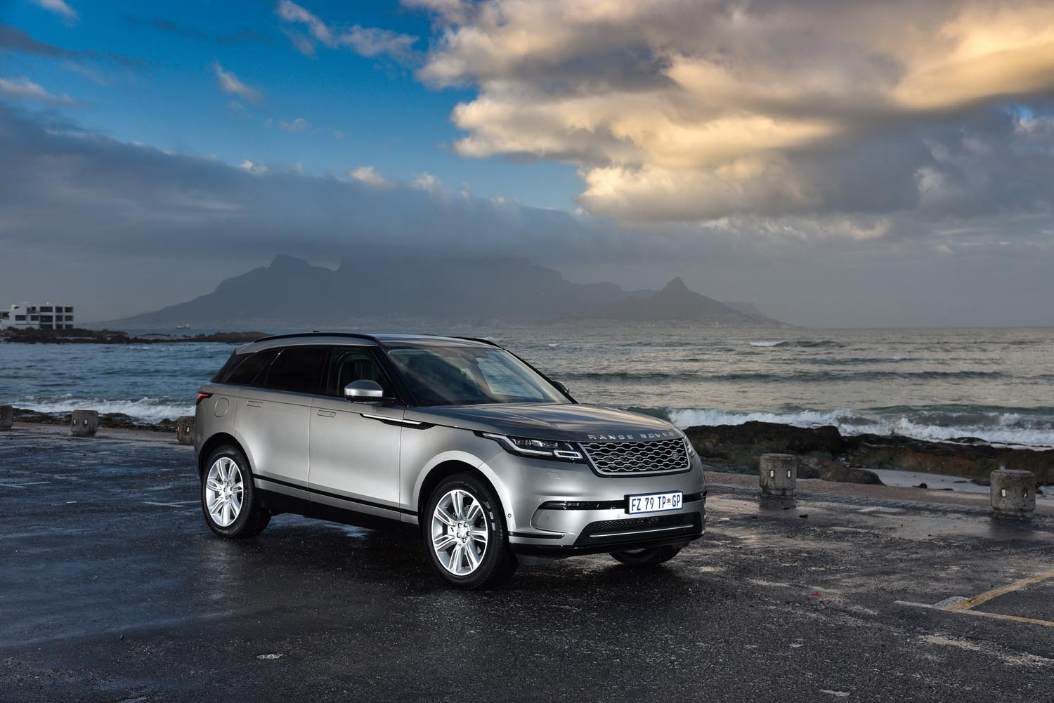 car review range rover velar women on wheels. Black Bedroom Furniture Sets. Home Design Ideas