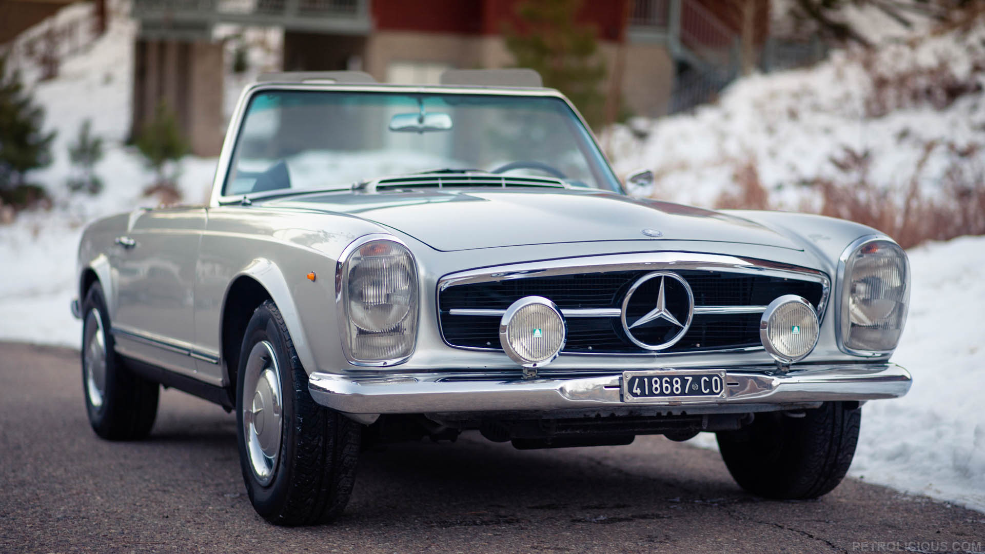Classic cars that bring on that nostalgic feeling women for Mercedes benz w113