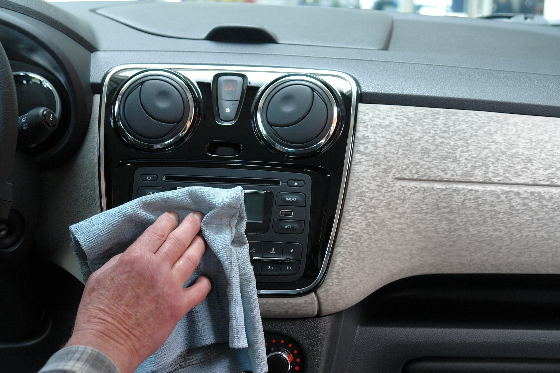car cleaning tips to reduce the risk of covid-19