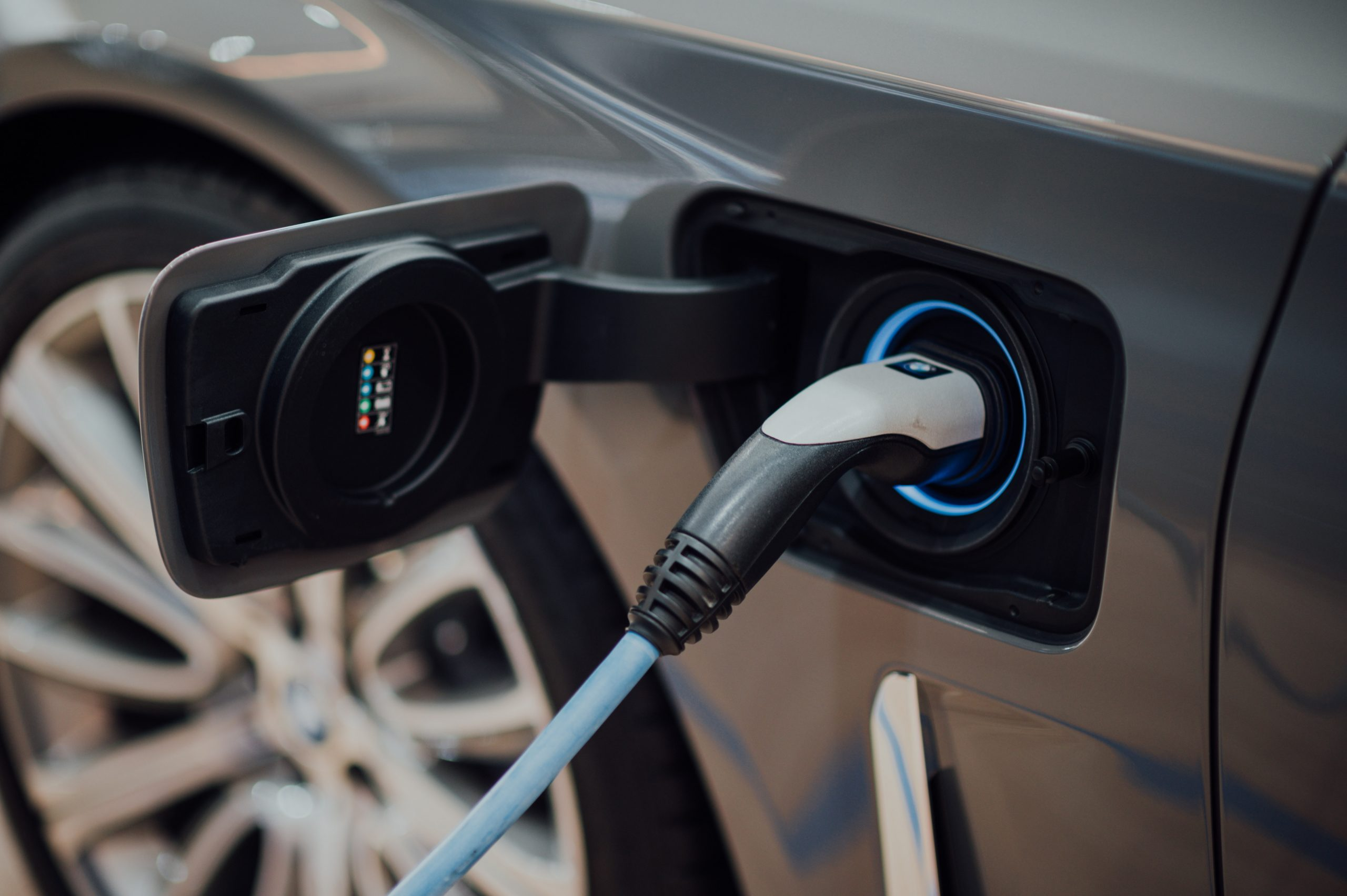 Development of EV battery that charges in five minutes underway