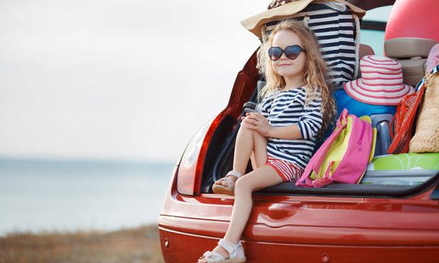 festive-season-tips-travelling-kids_istock