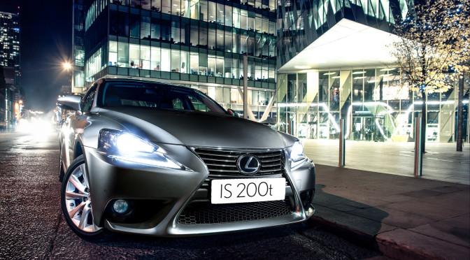 Lexus IS 200t - city