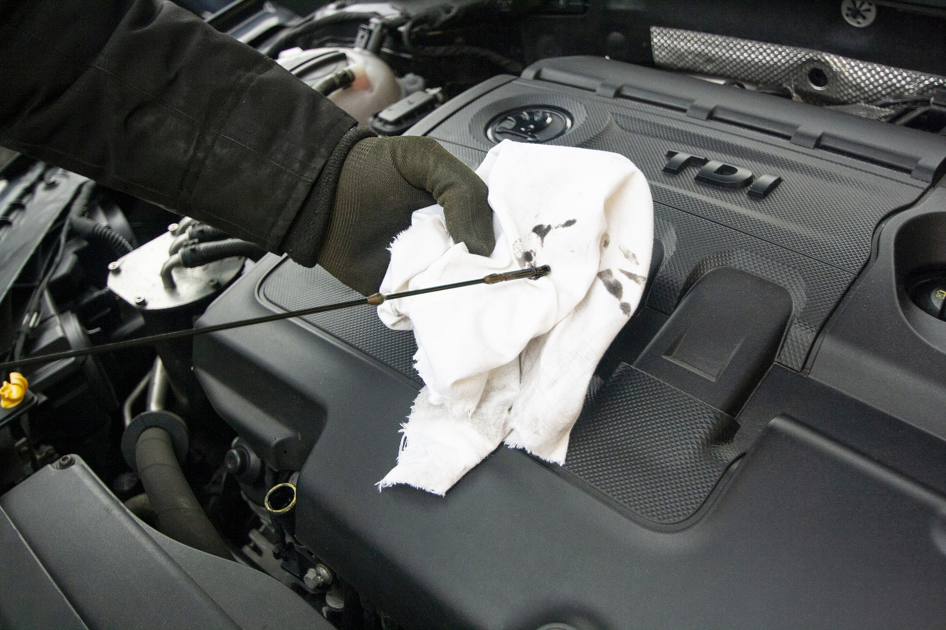 How to maintain your vehicle's engine oil
