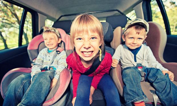 parents-roadtrip-kids_istock
