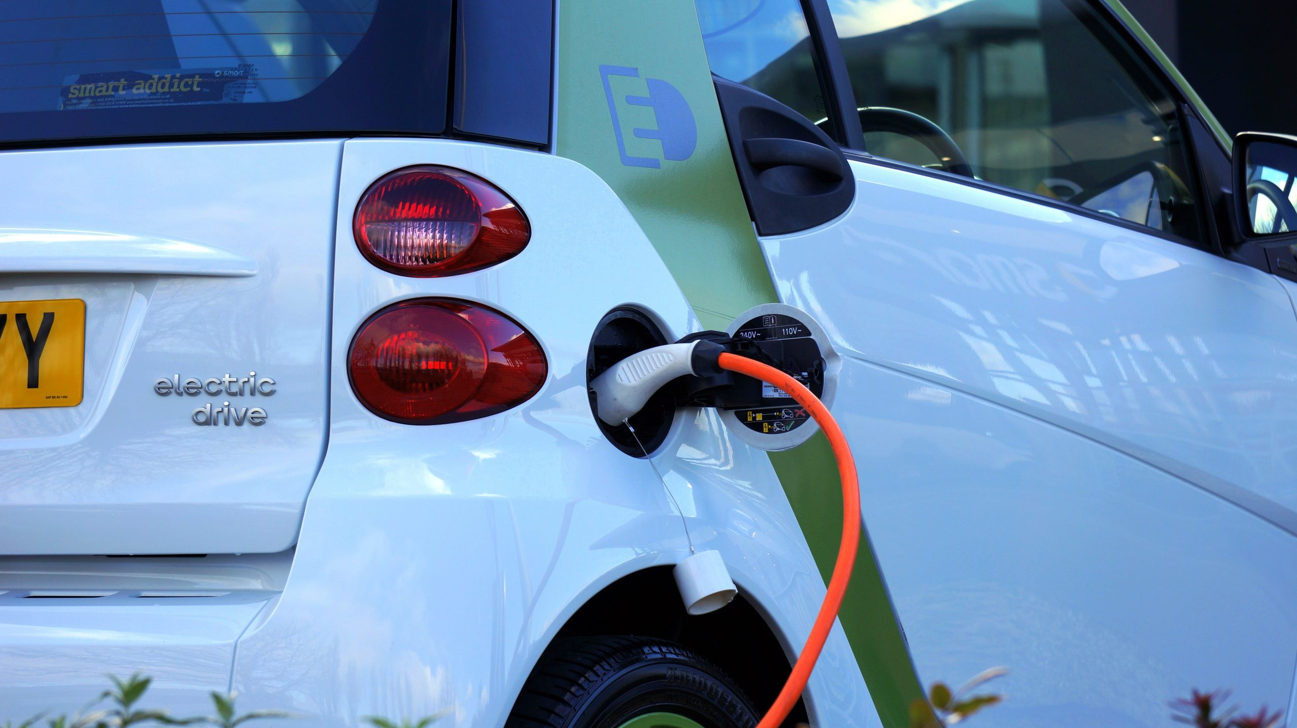 Shell purchases UK's largest EV charging network, Ubitricity